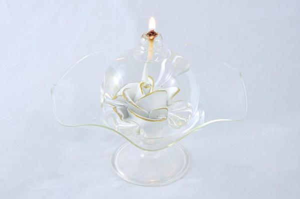 Öllampe mit weiß-goldener Rose und Glasschale