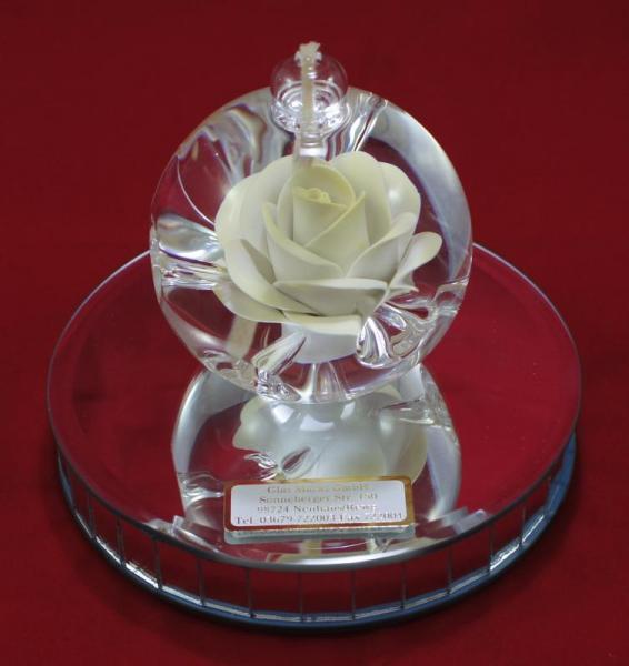 Öllampe mit gelb-weißer Rose