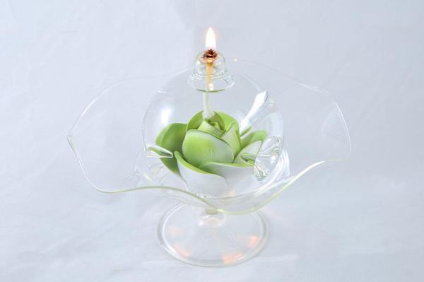 Öllampe mit hellgrüner Rose und Glasschale