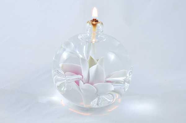 Öllampe mit rosé-weißer Sternblüte