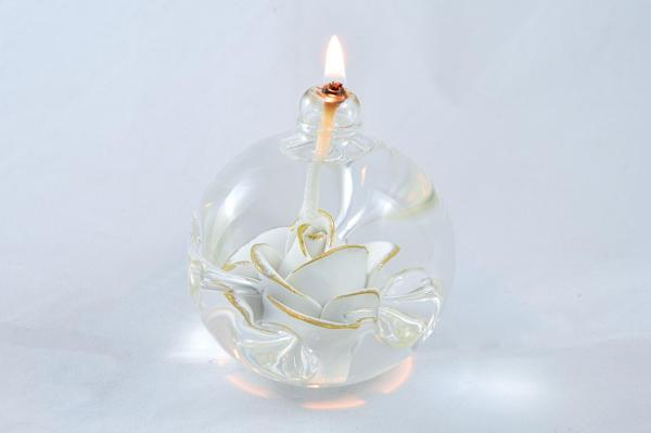 Öllampe mit weiß-goldener Rose