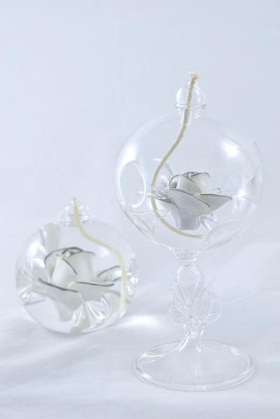 Öllampe mit weiß-silberner Rose und Glasfuß OL_R_WS_F