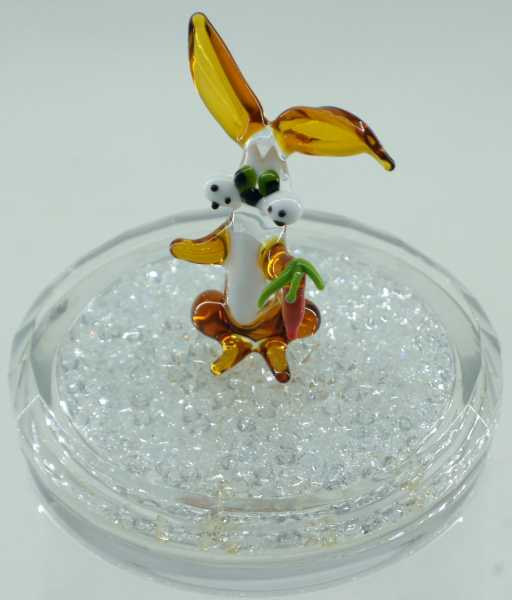 Hase mit Möhre aus Glas