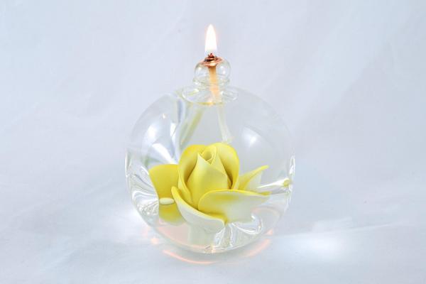 Öllampe mit gelber Rose