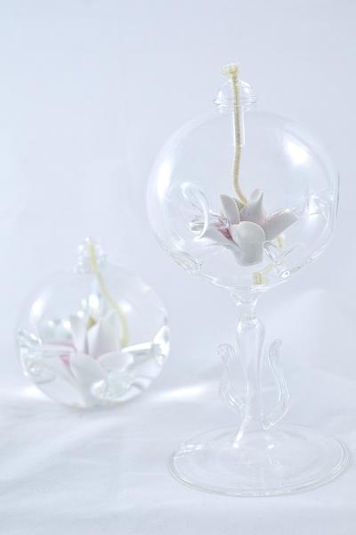 Öllampe mit rosé-weißer Sternblüte und Glasfuß OL_SB_RW_F